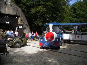 Kolejka Carska przed schronem kolejowym